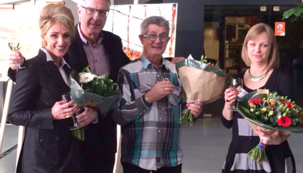 Uitreiking van de eerste prijs aan Saskia Vugts, tijdens de regionale kunstdag in 's-Hertogenbosch
