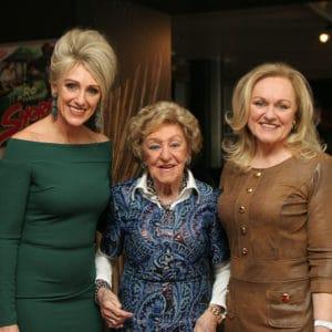 Saskia Vugts met haar moeder Angèle en zus Katinka