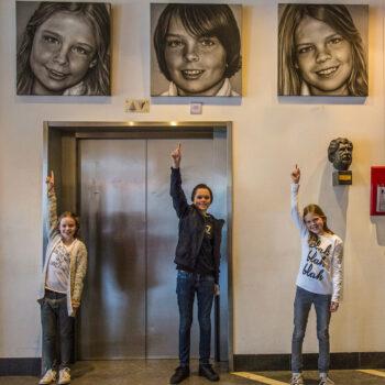 Expositie drieluik kinderportret in opdracht geschilderd