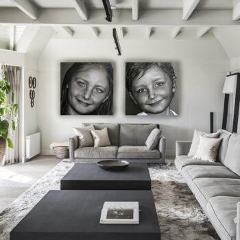 Tweeluik geschilderde kinderportretten in zwart wit opdracht